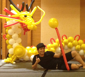 magician for birthday party, kids birthday, kids party entertainer, balloon sculpture Singapore, balloon artist Singapore, Balloon decoration